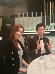 Awhhh get married already huhuhuhu Han Hyo Joo Lee Jong Suk, Lee Tae Hwan, Lee Jung Suk, W Two Worlds, Between Two Worlds, Drama Korea, Korean Drama, Korean Actresses, Korean Actors