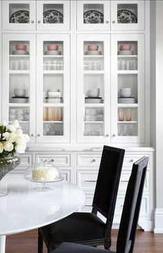 9 Victorious ideas: Dining Furniture Design Home outdoor dining furniture breakfast nooks.Dining Furniture Design Home dining furniture ideas white chairs. Classic Kitchen, New Kitchen, Kitchen Decor, Kitchen White, Kitchen Pantry, Kitchen Storage, Kitchen Dining, Kitchen Organization, Kitchen Ideas