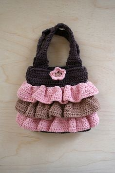 Waves of Ruffles Purse Crochet Pattern - could buy the pattern but it looks pretty easy to make
