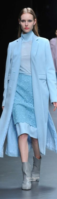 Hanae Mori Designed by Yu Amatsu Tokyo Fall 2015 Fashion Show Collection: See the complete Hanae Mori Designed by Yu Amatsu Tokyo Fall 2015 collection. Look 45 Tokyo Fashion, Fashion 2018, Fashion Show, Fashion Design, Fashion Art, Hanae Mori, Turquoise, Minimal Fashion, Blue Fashion