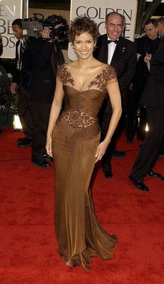 A look back at the GoldenGlobes: Halle Berry in Valentino, Golden Globes 2002