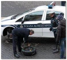 I vigili urbani di Roma e le catene da neve