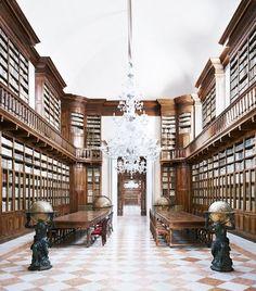 Biblioteca Teresiana Mantova I 2010 - Candida Hoefer
