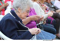 Día Mundial de Tejer en Público en la plaza de San Francisco - . Foto 1 de 8