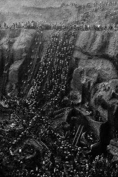 1. Garimpo de ouro em Serra Pelada (PA), no início dos anos 80