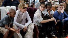 Madonna recibió el permiso y adoptará gemelas La estrella pop, de 58 años, quien ya tiene dos hijos adoptivos procedentes de África, ahora suma dos integrantes a su familia. Fuente ... http://sientemendoza.com/2017/02/07/madonna-recibio-el-permiso-y-adoptara-gemelas/