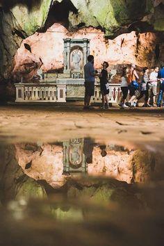 La grotta di San Michele a #Cagnano Varano, a poca distanza dall'omonimo lago, è un luogo di grande fascino e decisamente poco battuto dai flussi turistici. Noi l'abbiamo scoperto con #MyPugliaExperience nel tour #BorghieNatura, e ne siamo rimasti affascinati    https://www.facebook.com/viaggiareinpuglia.it/app_565673733456720?app_data=tour1