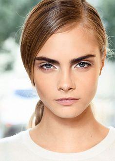 deep side part + bold brows + natural makeup = Cara Delevingne Cara Delevingne, Cara Delevigne Makeup, Beauty Makeup, Hair Makeup, Hair Beauty, Eyebrow Makeup, Glow Makeup, Makeup Hairstyle, Blonde Beauty