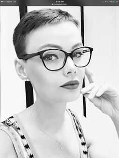 There is Somthing special about women with Short hair styles. I'm a big fan of Pixie cuts and buzzed cuts. Enjoy the many different styles. Hairstyles With Glasses, Face Shape Hairstyles, Teen Hairstyles, Undercut Hairstyles, Pixie Styles, Short Styles, Curly Hair Styles, Girl Short Hair, Short Hair Cuts For Women