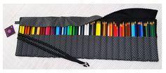 Estojo de rolo para 72 lápis - estampa poá branco fundo preto