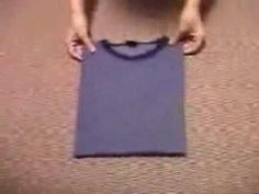 How to quickly fold a tee-shirt