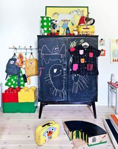 5 Colourful, Creative and Vivid Kid's Rooms / Une chambre amusante pour les petits artistes Petit & Small