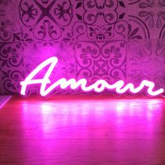 Amour - LED neon sign - 40 x 11 cm