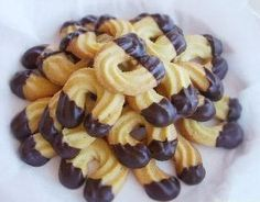 Hevosenkengät - Ullanunelma No Bake Cookies, Sugar Cookies, Baking Cookies, No Bake Desserts, Delicious Desserts, Baking Desserts, Finnish Recipes, Sweet Pastries, Pastry Cake