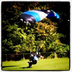 #owt RT @westcoastbcgal Ever seen a groom #skydive into a #wedding? Now you have =), http://instagr.am/p/KErK1/