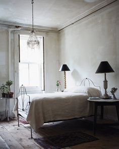 John Derian - In the artistJohn Derian's East Village home, located steps away from his two home décor stores, John Derian Company and John Derian Dry G...