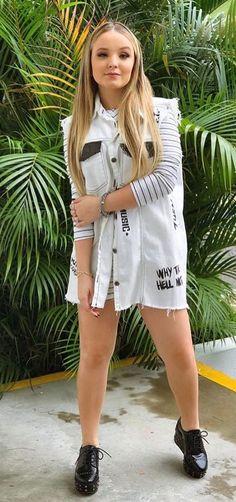 Lari Looks Teen, Tumblr Girls, Fashion Pictures, Pretty Face, Ideias Fashion, Diva, Beautiful Women, Shirt Dress, Womens Fashion