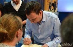 Sebastian Fitzek signiert auf der Leipziger Buchmesse 2014 http://violabellin.de/die-leipziger-buchmesse-2014/