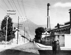 O Rio de Janeiro de Antigamente: BAIRROS Ao longe ainda se vê a famosa e conservada chaminé. Anos '50.