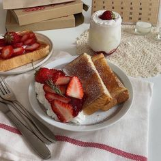 Image shared by じゅに. Find images and videos about food, berry and toast on We Heart It - the app to get lost in what you love. Think Food, I Love Food, Good Food, Yummy Food, Comida Picnic, Fast Food, Cute Desserts, Food Goals, Aesthetic Food