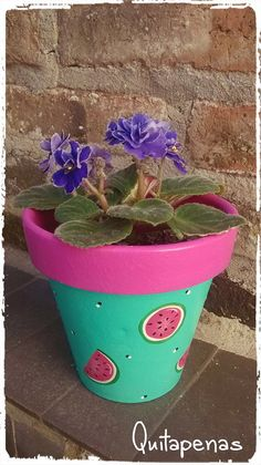Maceta pintada a mano Flower Pot Art, Flower Pot Design, Flower Pot Crafts, Clay Pot Crafts, Diy Crafts, Painted Plant Pots, Painted Flower Pots, Spring Projects, Pottery Painting