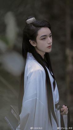 #Câu_Mang #Goumang #句芒 #Hanfu #model #cổ_trang #Hán_phục Hanfu, Ancient China Clothing, Opera Dress, Boys Long Hairstyles, Digital Art Girl, Chinese Boy, Pretty Men, Vintage Beauty, Traditional Dresses