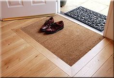 Flur/Eingangsbereich Recessed door mat Buying the perfect Pearl You may wonder what is the amazing t Entry Mats, Front Door Mats, Front Door Entrance, Front Door Decor, House Entrance, Front Porch, Hall Mat, Light Wood Kitchens, Hall Flooring