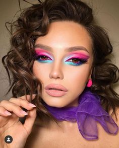 Colorful Eye Makeup, Makeup For Green Eyes, Blue Makeup, Blue Eyeliner, Blue Eyeshadow, Beauty Makeup, Hair Makeup, Makeup Eyes, Charming Eyes