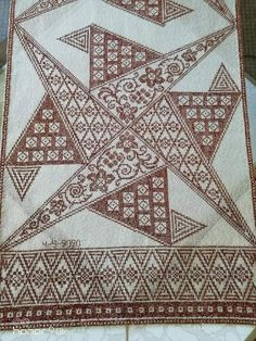 Cross Stitch Art, Monochrom, Blackwork, Projects To Try, Diy Crafts, Antiques, Cross Stitch, Cross Stitch Samplers, Table Covers