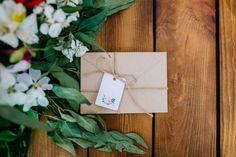 Quando o assunto é casamento, o que não faltam são os chás relacionados ao evento. Este chá de envelope é uma ideia que facilita bastante a vida da noiva. Veja como funciona e faça você também um desses!