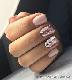 Gel nails are a long-lasting way of having salon quality nails. If you're looking for gel nail ideas,Take a look at these 30 gel nail designs to get you started Cute Gel Nails, Glitter Gel Nails, Love Nails, Diy Nails, Silver Glitter, Vernis Rose Gold, Rose Gold Nails, Blush Pink Nails, Gel Nagel Design