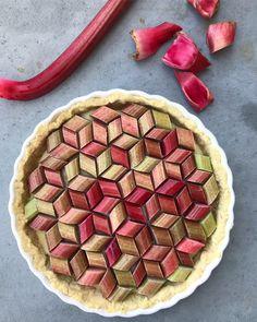 Rhubarb Tart - love the pattern! Grill Dessert, Rhubarb Tart, Cake Recipes, Dessert Recipes, Dinner Recipes, Dessert Aux Fruits, Fudge Brownies, Food Inspiration, Good Food