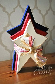 of July Stars Craft - Quick How-to. Make in different colors for Christmas? Fourth Of July Decor, 4th Of July Decorations, 4th Of July Party, July 4th, Summer Crafts, Holiday Crafts, Holiday Fun, Americana Crafts, Patriotic Crafts