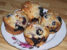Fat-Free, Sugar-Free & Cholesterol-Free Blueberry Muffins Heres another bread recipe Ive played around with while I was dieting. These make great snacks and the kids love em, too! Diabetic Desserts, Sugar Free Desserts, Diabetic Recipes, Healthy Desserts, Healthy Recipes, Mexican Desserts, Ww Desserts, Light Desserts, Strawberry Desserts