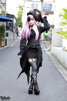 Striking Harajuku Gothic Style w/ Pink Hair, Eye Patch, Corset & Garters Gothic style & pink hair in Harajuku – Tokyo Fashion News