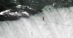 El equilibrista Nik Wallenda logró cumplir su sueño: Cruzar las Cataratas del Niágara desde su extremo en EUA hasta su extremo en Canadá.