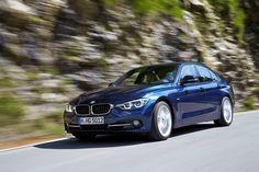 Un lampo Blu Metallizzato. BMW Serie 3 Berlina.