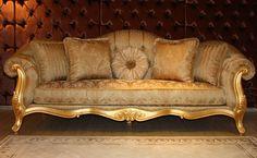 Birinci sınıf döşemelik kumaş ve sügerler ile kaplanan klasik koltuk takımında iki kanepe ve iki adet berjer bulunuyor. http://www.asortie.com/koltuk-197-Miami-Klasik-Koltuk-Takimi