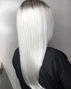 We're shook. @tayrubio will make your platinum blonde hair look icy and flawless. ❄️ What do you think of this color?