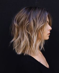 Verliebt in die Ombré Balayage uren # . ombre hair Verliebt in die Ombré Balayage uren # … … Layered Haircuts For Women, Short Hair Cuts For Women, Short Medium Hair Styles, Layers On Short Hair, Long Bob With Layers, Layered Short Hair, Short Textured Hair, Textured Lob, Short Hair Brown Ombre