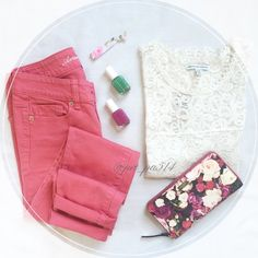 "Pink Skinny Jeans - short length  Girly Girl HP  Worn a few times. Great condition!  ↛ Waist across top band: 13.25"" ↛ Inseam: 28.5"" ↛ 98% cotton, 2% spandex   Free gifts/goodies w purchases of $20+  Smoke free home   Make offers using the offer button (consider PM 20% fee) ✖️ NO TRADES OR PP American Eagle Outfitters Jeans Skinny"