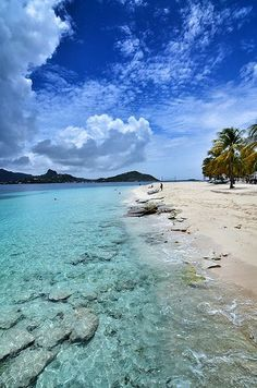 Palm Island,Saint Vincent and the Grenadines. Wade into these beautiful blue waters. Places To Travel, Places To See, Travel Destinations, Holiday Destinations, Catamaran, Saint Vincent Et Les Grenadines, Southern Caribbean, Caribbean Sea, Monuments