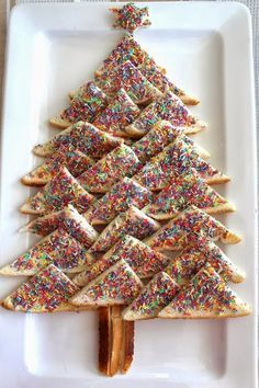 Fairy Bread Christmas Tree-Cut Sandwiches into 4 triangles add sprinkles! For that Aussie Christmas! Christmas Party Food, Xmas Food, Christmas Appetizers, Christmas Cooking, Christmas Goodies, Christmas Treats, Xmas Party, Christmas Lunch Ideas, Christmas In July Decorations