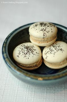 i heart baking!: earl grey macarons - Well, there you have it! My favorite tea in a favorite sweet! Just Desserts, Delicious Desserts, Yummy Food, Macarons, Tea Recipes, Dessert Recipes, Yummy Treats, Sweet Treats, Bite Size Cookies