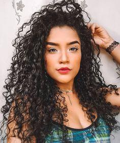 layered curly hair parece juba de leo, mas s o meu cabelo qual o teu creme favorito? Long Layered Hair, Long Curly Hair, Wavy Hair, Curly Hair Styles, Natural Hair Styles, Permed Hairstyles, Braided Hairstyles, Biracial Hair, Curl Styles