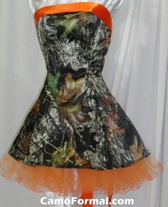 maid of honor dress, all other brides maids have the matching orange dress bodice