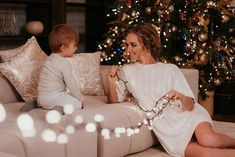 новогодняя фотосессия с малышом мама с сыном гирлянда, боке