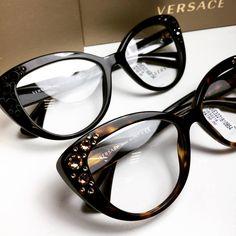 Detalhes que trazem toda a riqueza para seu óculos de grau ✨  versace   oticaswanny 6f1570e7ba