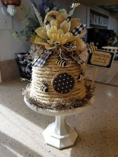 Burlap Crafts, Bee Crafts, Easy Crafts, Diy And Crafts, Arts And Crafts, Bee Skep, Bee Hives, Plaid Decor, Printing On Burlap