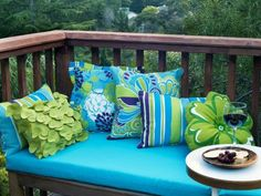 diy outdoor projects Use these outdoor patio ideas and tutorials to style a fresh outdoor living space you will find. Because we all deserve an outdoor living spac Outdoor Lounge, Outdoor Rooms, Outdoor Gardens, Outdoor Living, Outdoor Furniture Sets, Outdoor Decor, Outdoor Daybed, Outdoor Ideas, Porches